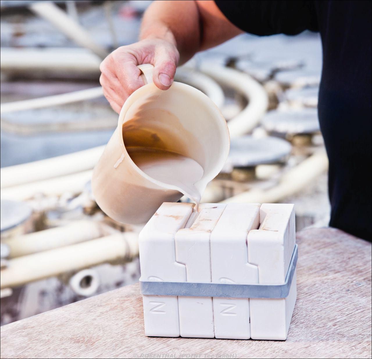 Gießen der Porzellanzifferblätter (Einfüllen)
