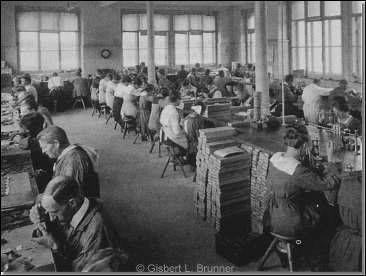 Arbeit an Rohwerken in der Schweiz zu Beginn des 20. Jahrhunderts